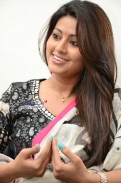 South Actress Sneha Interview Photos about Un Samayal Arayil Movie