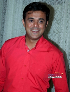 Sumeet Raghavan at Badi Door Se Aaye Hain on location shoot