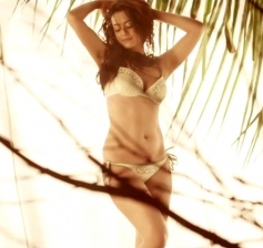 Surveen Chawla in Hate Story 2