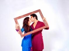 Varun Dhawan & Alia Bhat Kiss