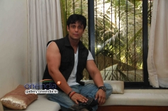 Vikram Singh Interacts with Media for Success of Heropanti