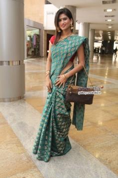 Deeksha Panth inaugurates HI-Life Designer Exhibition