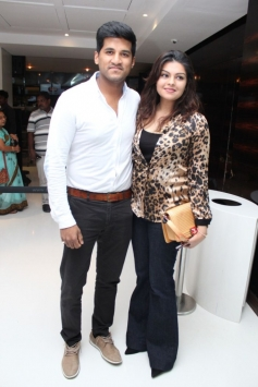Vijay Yesudas with wife Darshana