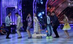 Ranvir Shorey, Manish Paul, Madhuri Dixit, Kareena Kapoor, Remo Dsouza, Karan Johar, Sophie Choudry