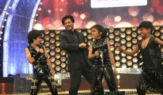 SRK Dances at Vijay Awards 2014