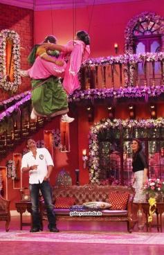 Kiku Sharda, Kareena Kapoor,  Ali Asgar and Ajay Devgan