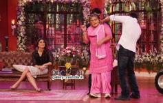 Kareena Kapoor, Ali Asgar and Ajay Devgan