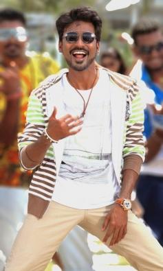 Dhanush still from Anegan Movie