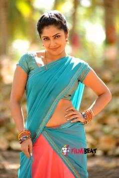 Kamalinee Mukherjee still from Govindudu Andarivadele Movie