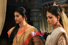 Meena Kumari and Madhu Shalini