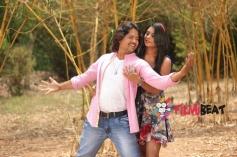 Vijay and Deepika Das in Kanji Pinji Love