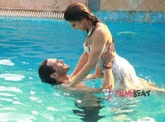 Jacqueline Fernandez and Arjun Rampal in Roy