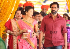 Shruti Haasan & Akshay Kumar in Gabbar Is Back