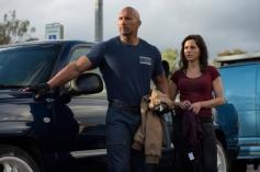 Carla Gugino, Dwayne Johnson in San Andreas