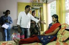 Kurangu Kaila Poomaalai Movie Working Still