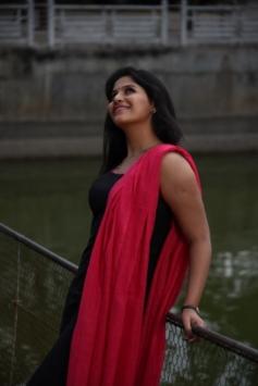 Actress Anjali in Tamil movie Yevanda