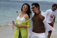 Siddharth & Trisha Krishnan in Aranmanai 2