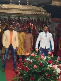 Darshan On the Set of Jaggu Dada