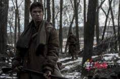 Tom Hardy, Will Poulter in The Revenant