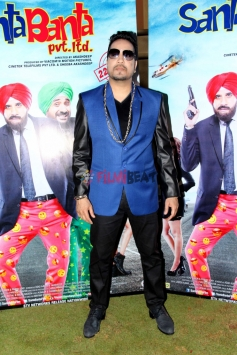 Mika Singh On the Set of Movie Santa Banta Pvt Ltd