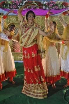 Anusha hegde in Bannabannada Baduku