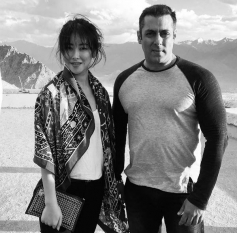Zhu Zhu with Salman Khan
