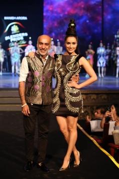 Shraddha Kapoor Walks The Ramp At Blender's Pride Fashion Tour
