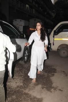 Sara Ali Khan With Mom Spotted At Andheri