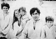 Shashi Kapoor Passes Away: These Unseen Pictures Of The Legendary Actor