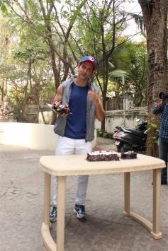 Hrithik Roshan Celebrates His 44th Birthday With Media