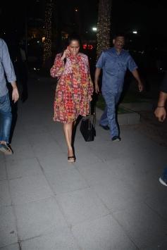 Priyanka Chopra And Arpita Khan Spotted At Bandra
