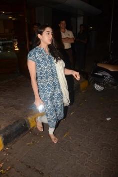 Sara Ali Khan snapped at Salt Water Cafe in Bandra