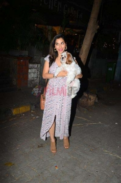 Sophie Choudry Spotted with her Pet