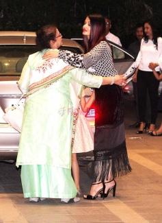 Aishwarya Rai Bachchan & Aaradhya Bachchan Spotted at Yauatcha BKC Photos