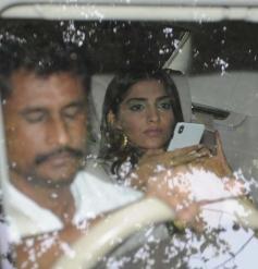 Kareena & Sonam Kapoor Promote Veere Di Wedding At Red Fm In Mumbai