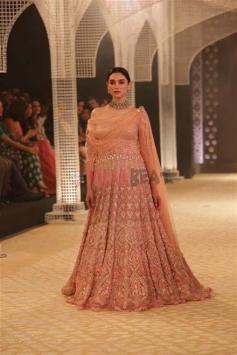 Aditi Rao Hydari Walked Ramp For Desiger Tarun Tahiliani At India Couture Week Photos