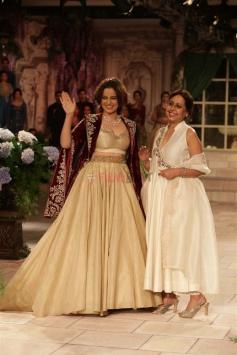 Kangana Ranaut walks ramp for Designer Anju Modi at ICW 2018 Photos
