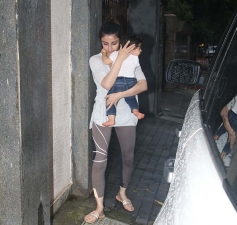 Soha Ali Khan Spotted with Her Daughter In Mumbai