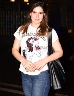 Zarine Khan spotted at Silver Beach Cafe