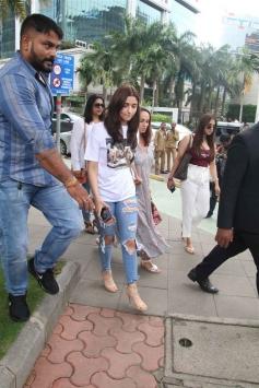 Alia Bhatt With Mom Spotted At Yauatcha BKC Photos