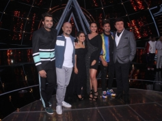Sonakshi Sinha On The Sets Of Indian idol 10