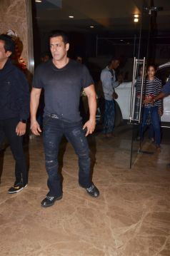 Salman Khan, Daisy Shah & Others At Ramesh Taurani\'s Birthday Bash 2019