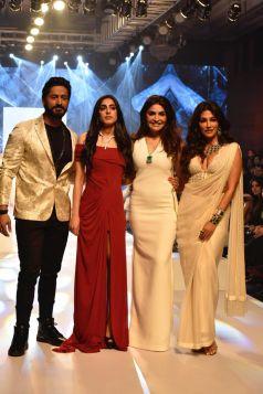 Mohit Raina & Chitrangada Singh Walks The Ramp At Bombay Times Fashion Week 2019
