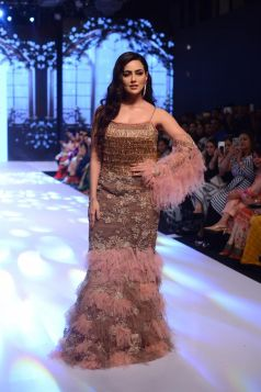 Sana Khan Walks The Ramp At Bombay Times Fashion Week 2019