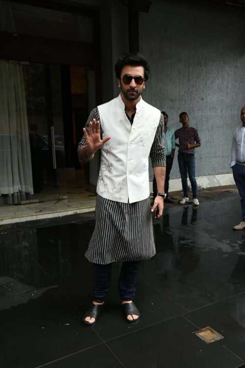ranbir kapoor photos hd latest images pictures stills of ranbir kapoor filmibeat ranbir kapoor photos hd latest