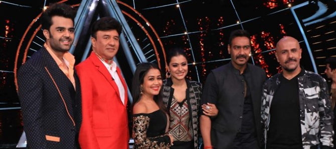 Ajay Devgan And Kajol Promote Helicopter Eela On The Sets Of Indian Idol 10