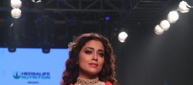 Bollywood Celebs Walks The Ramp At Bombay Times Fashion Week 2018