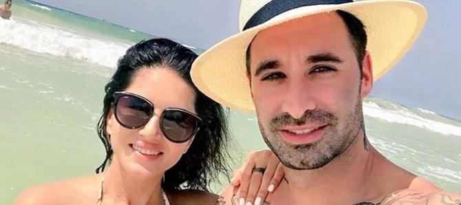 Sunny Leone, Daneil Enjoys Vacation At Mexico