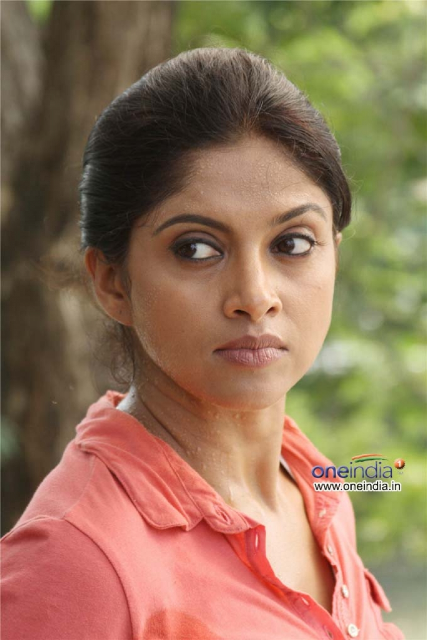 Nadhiya Nadia Moidu Photos Hd Latest Images Pictures Stills