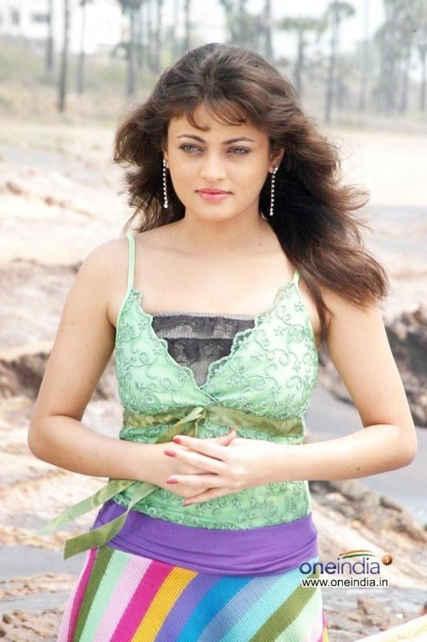 Madatha Kaja Photos